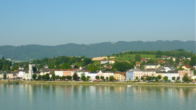 Aschach an der Donau, Oberoesterreich, Austria. Photo: Andrew Cornwell. All rights reserved.